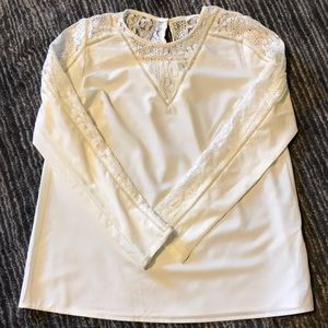 Tops - White shirt with lace detailing on sleeves